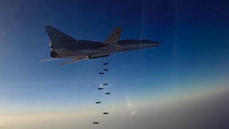 Syrie : six bombardiers russes frappent de nouveau des positions de Daesh à Deir ez-Zor
