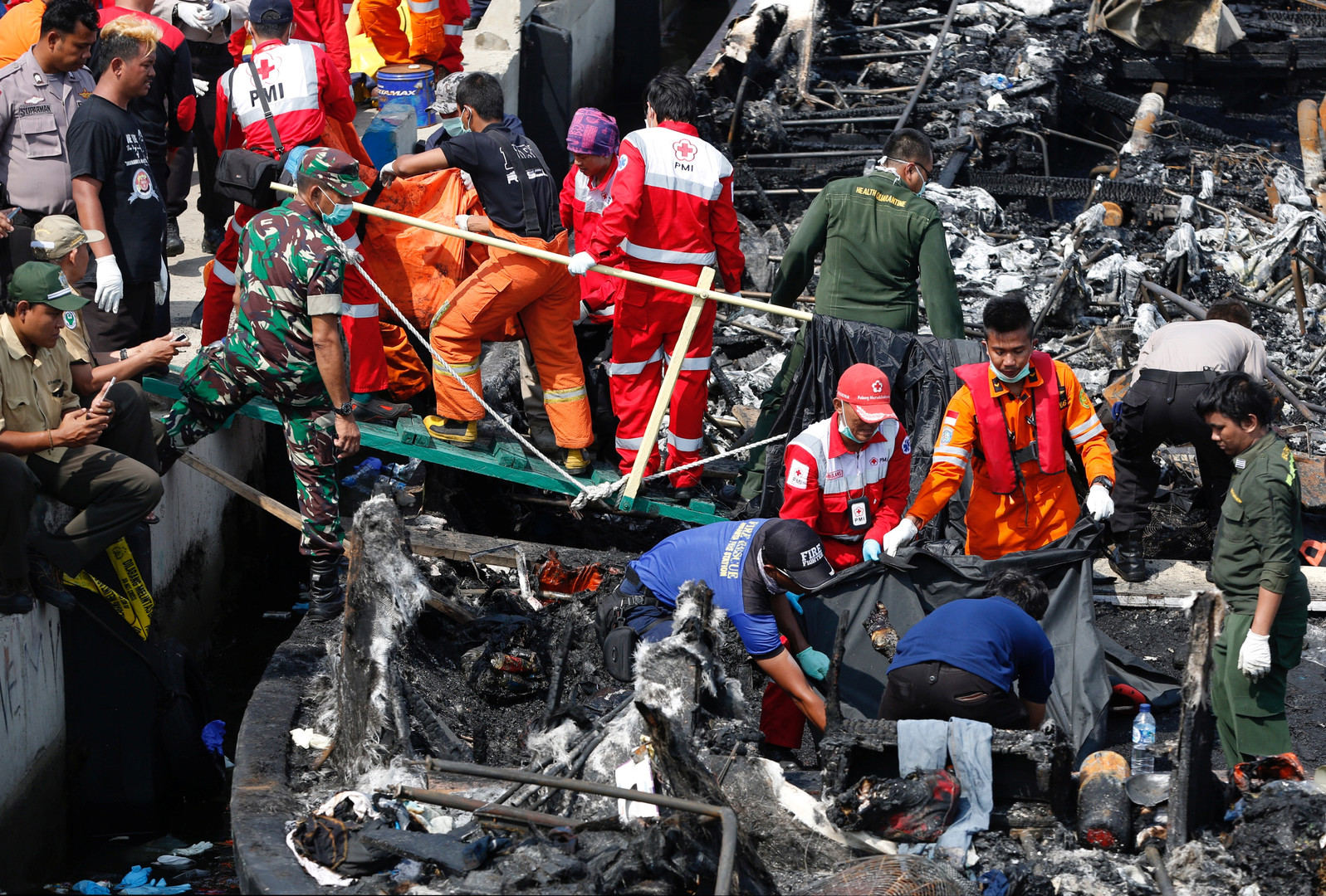 Indonésie : 23 personnes seraient mortes dans un incendie à bord d'un bateau