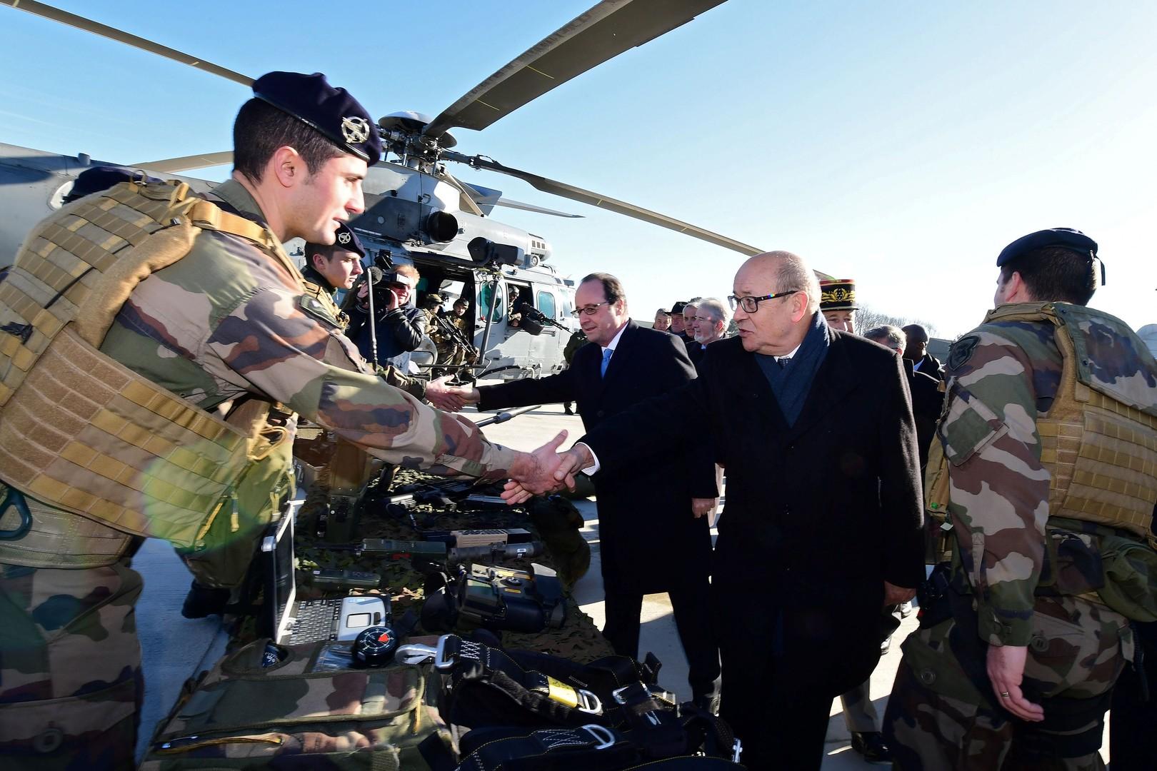 Adressant ses vœux à l'armée, François Hollande préconise une hausse du budget militaire