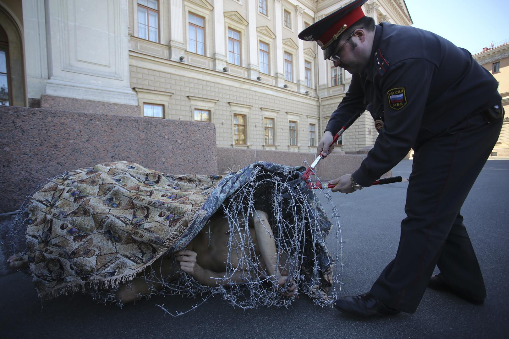 L'artiste russe controversé Piotr Pavlenski souhaite demander l'asile politique en France
