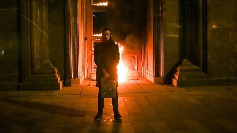 L'artiste russe controversé Piotr Pavlensky souhaite demander l'asile politique en France