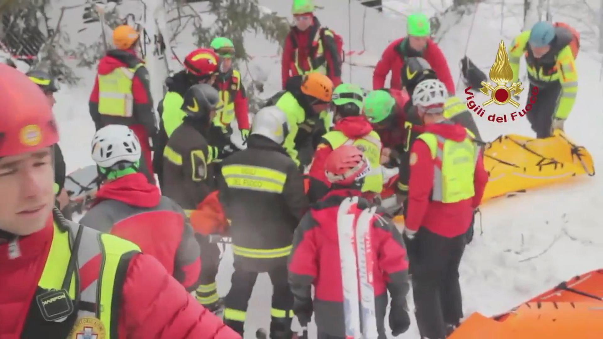 Italie : trois nouveaux survivants extirpés de l'hôtel détruit par une avalanche