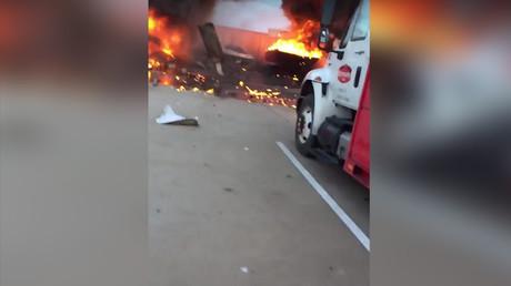 Une collision de deux avions en plein vol au Texas fait au moins trois morts (VIDEOS)