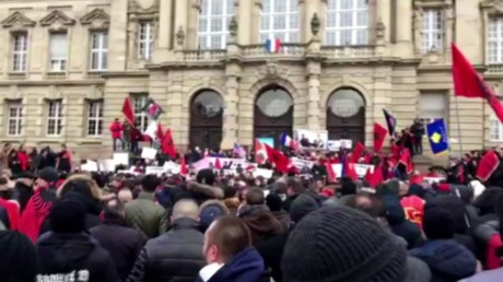 Capture d'écran de la vidéo de Ruptly : manifestation à Colmar