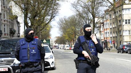 Policiers belges lors d'une opération antiterroriste en avril 2016 à Etterbeek, près de Bruxelles