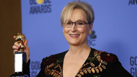 Meryl Streep avec son prix à la cérémonie des Golden Globes
