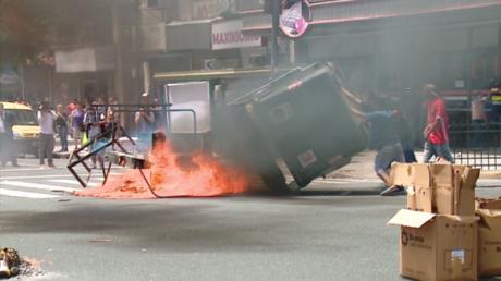 L'expulsion de vendeurs de rue en Argentine finit dans la violence (VIDEO)
