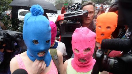 Le groupe de punk Pussy RIot en 2014. Le spectacle de la chorégraphe Christine Gaigg s'inspire directement des activistes russes