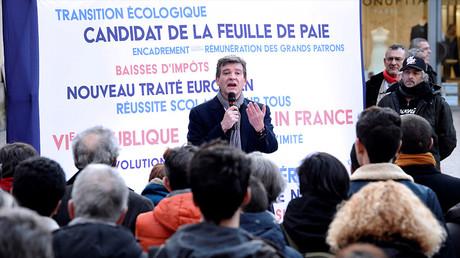 Arnaud Montebourg présente son programme dans les rues de Bordeaux le 13 janvier 2017, photo ©MEHDI FEDOUACH / AFP