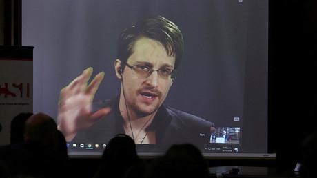 Risquant de lourdes poursuites aux Etats-Unis, le dissident américain Edward Snowden est réfugié à Moscou depuis 2013. Une pétition demande sa grace