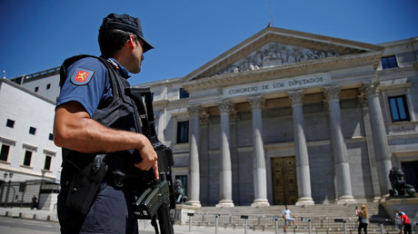 La police espagnole saisit 10 000 armes de contrebande, dont des canons antiaériens (VIDEO)
