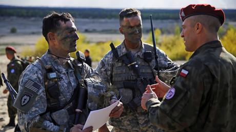Des soldats américains et polonais participent à un exercice de l'OTAN en Pologne - Images d'archives.