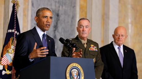 Barack Obama et le directeur des services de renseignement nationaux James Clapper