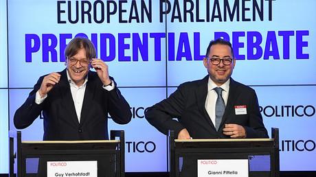 Guy Verhofstadt (à gauche) s'est retiré de la course pour la présidence du Parlement européen, Gianni Pittella (à droite) est l'un des favoris, photo ©EMMANUEL DUNAND / AFP