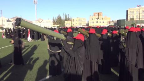 Lance-roquettes en main, des femmes yéménites protestent contre l'Arabie saoudite (VIDEO)