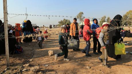 Les civils fuissent pour échapper à des combattants de l'Etat islamique