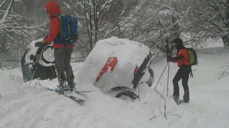 Dix personnes retrouvées vivantes après l'avalanche sur un hôtel en Italie, annoncent les secours