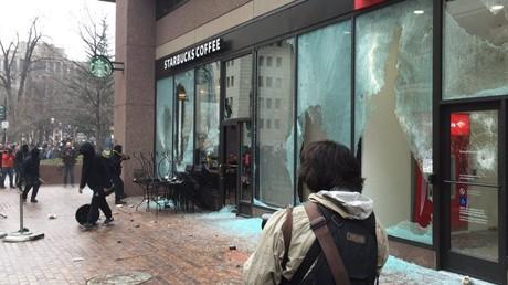 Les opposants à Donald Trump ont brisés plusieurs vitres dans la ville