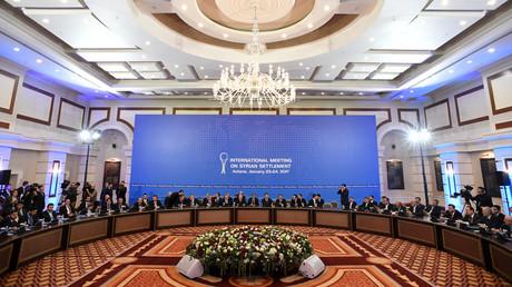 Les représentants du régime syrien et des groupes des rebelles à la session des pourparlers sur la Syrie à Astana, janvier 2017.