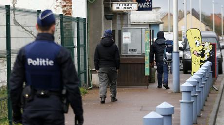 Prostituées, vols en business class et palaces, les agents de l'immigration belges font la Une