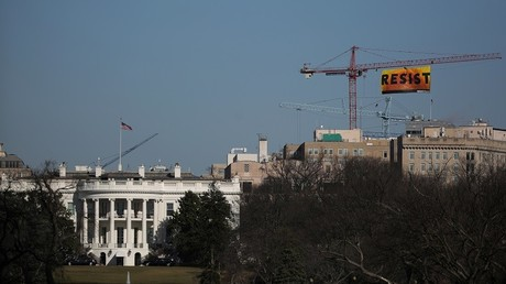 Washington : une immense banderole anti-Trump à quelques mètres de la Maison-Blanche (IMAGES)