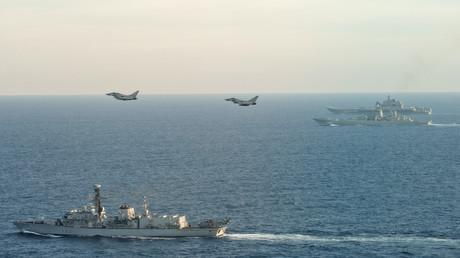 L'escorte britannique du porte-avions russe