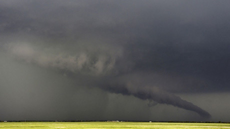 Texas : une retraitée et son fils emportés par une tornade dans la baignoire où ils se cachaient