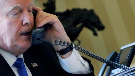 28 janvier 2017 : le président américain Donald Trump s'entretient au téléphone avec le chef d'Etat russe Vladimir Poutine.