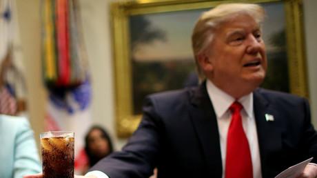 Critiqué y compris par son propre camp à cause de son décret sur l'immigration, destiné à combattre le terrorisme islamique, Donald Trump a contre-attaqué sur Twitter