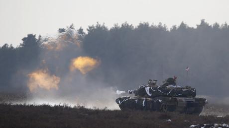 Un tank américain Abrams M1 fait feu durant l'entrainement militaire sur la base de Zagan en Pologne, le 30 janvier