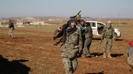 Un rebelle syrien près de la ville d'al-Bab dans le Nord du pays.