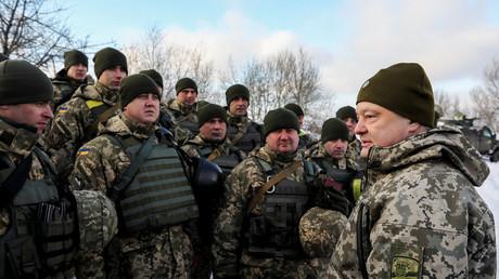 Signés en février 2015, les accords de Minsk établissent un cessez-le-feu dans la région du Donbass et tentent d'ouvrir la voie à une négociation diplomatique, que l'Ukraine se refuserait à emprunter