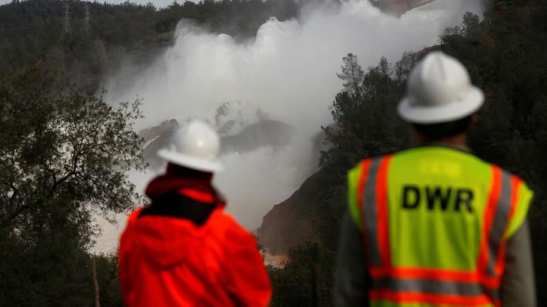 Un réservoir du plus haut barrage des Etats-Unis menace de s'effondrer, l'armée sur le qui-vive