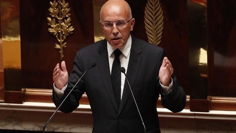 Eric Ciotti appelle à «interdire» les manifestations sur l'affaire Théo, Bruno Le Roux s'énerve