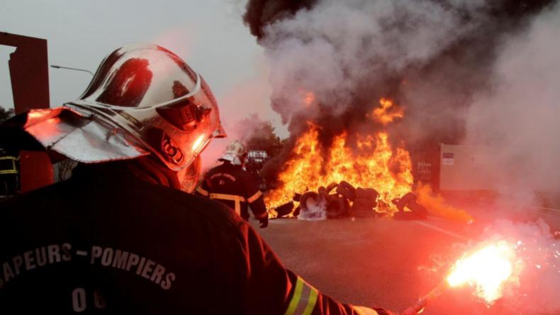 Une nouvelle fois attaqués à Nice, les pompiers n'en peuvent plus