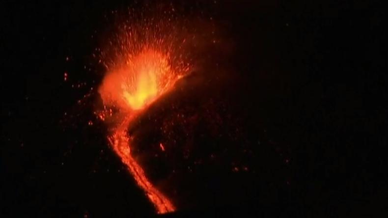 L'Etna éructe pour la première fois cette année