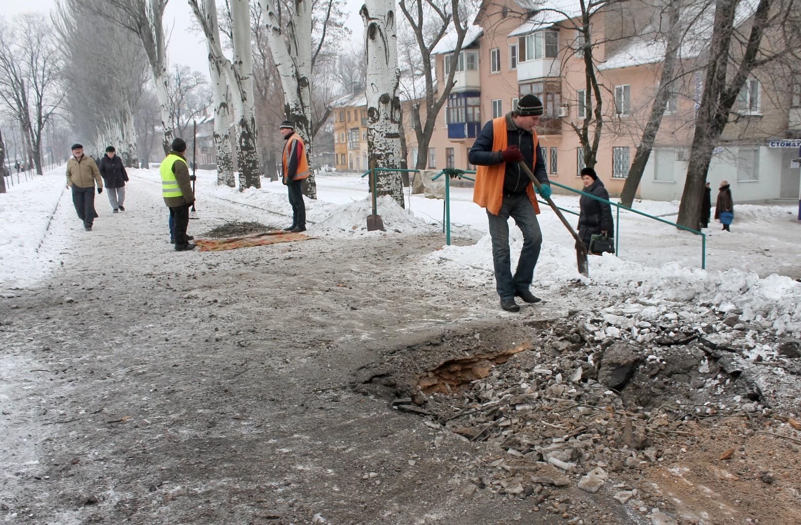 Ukraine : Donetsk se relève après plusieurs jours de bombardements