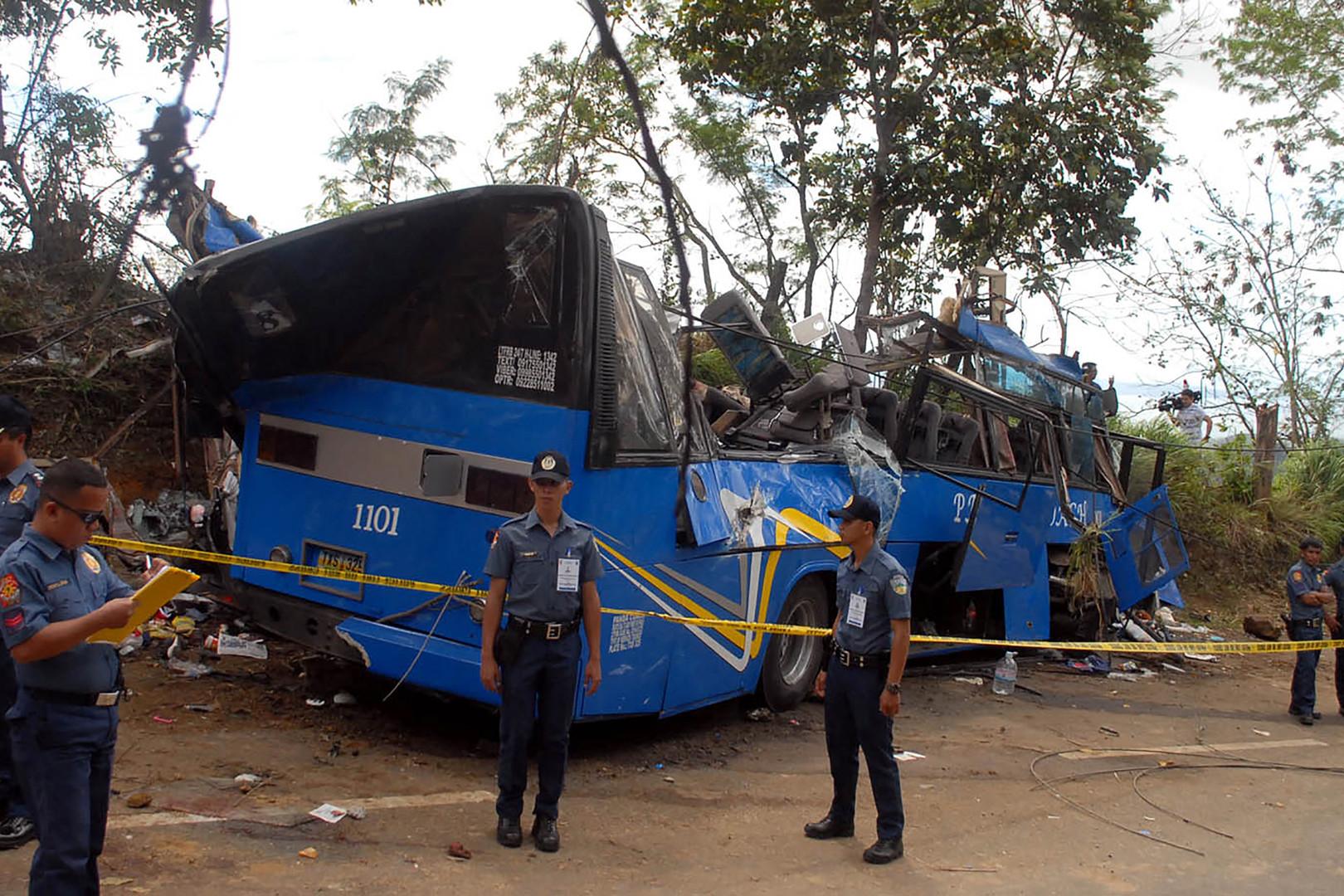 Accident d'autocar aux Philippines : au moins 14 morts et de nombreux blessés