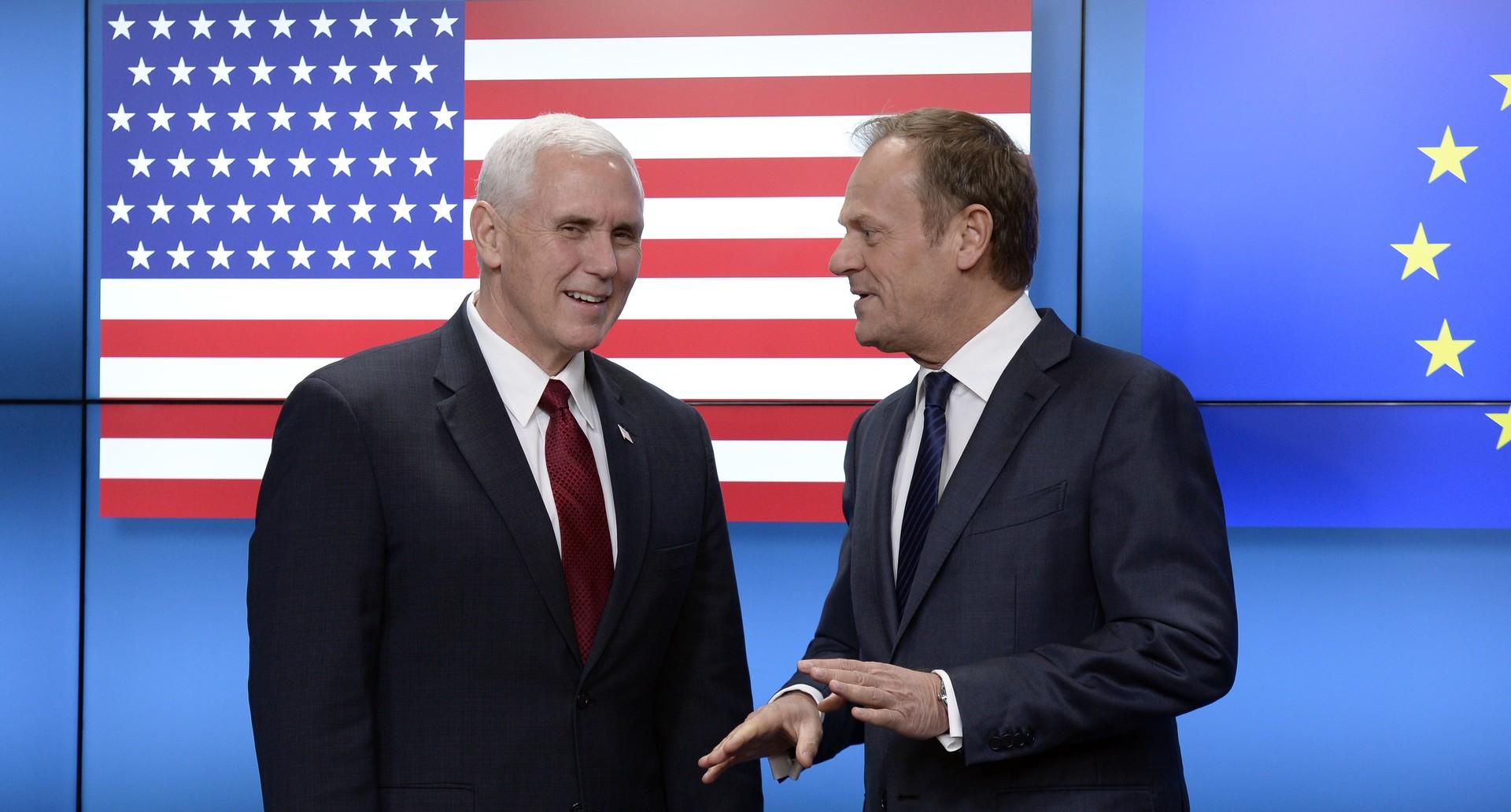 Pour accueillir le vice-président Mike Pence, l'UE ajoute une étoile au drapeau américain