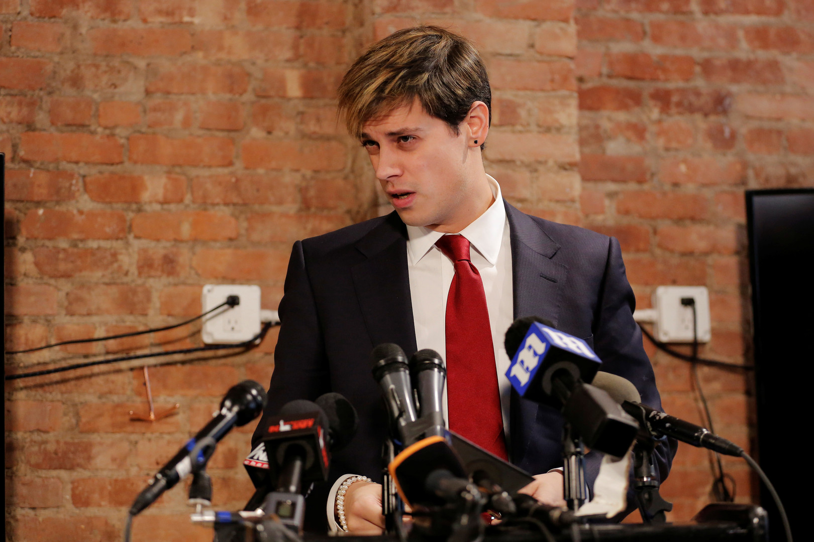 What is the alt-right? Breitbarts Milo Yiannopoulos and