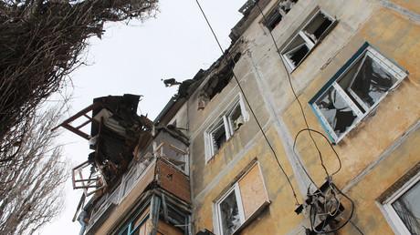 Un bâtiment résidentiel de Donetsk détruit par les forces armées ukrainiennes
