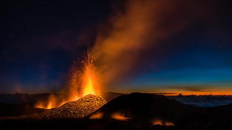 La Réunion : le Piton de la Fournaise en éruption pour la première fois de l'année (VIDEO)