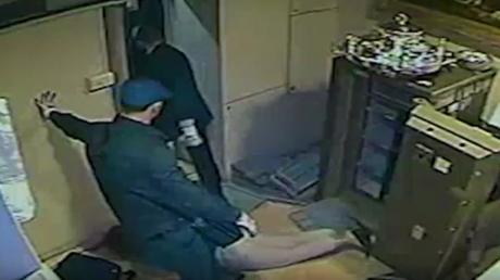 Braquage d'une bijouterie à Milan : les images choc de la vidéosurveillance (VIDEO)