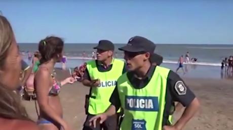 Argentine : polémique après le départ forcé d'une plage de trois baigneuses topless