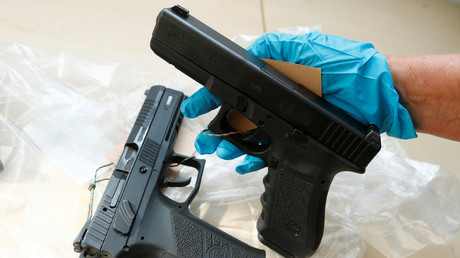 Des armes ont été vendues pour intimider des migrants