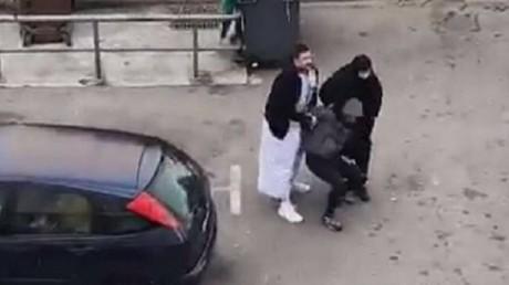 Marseille : deux policiers en tenues traditionnelles islamiques pour arrêter un trafiquant (VIDEO)