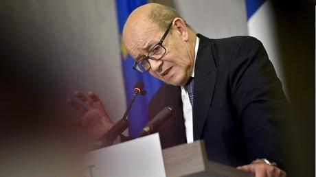 Des escrocs se sont à nouveau faits passer pour le ministre de la Défense Jean-Yves Le Drian