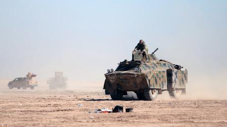 Des combattants des Forces démocratiques syriennes près de Raqqa