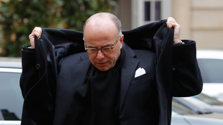 Bernard Cazeneuve à son arrivée à Matignon le 30 janvier