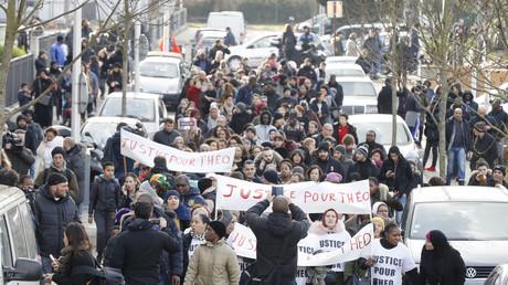 Plusieurs centaines d'habitants ont marché pacifiquement à Aulnay-sous-Bois